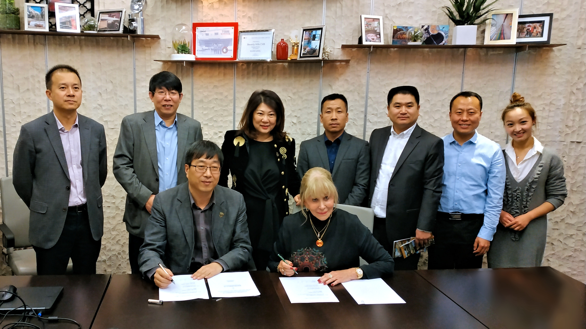 Donna Smith met with dignitaries of Beijing Jindi Real Estate Development Co.  at the Hollywood Chamber of Commerce